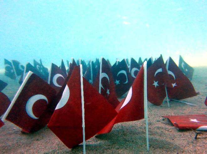 Cumhuriyet Coşkusunu Denizin Dibine Taşıdılar