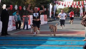 Zeytinburnu Cumhuriyet Koşusuna 88'lik Atlet Damga Vurdu