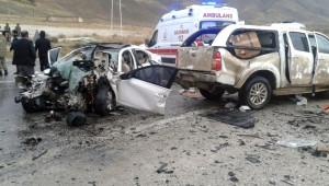 Van'da Trafik Kazası: 5 Ölü, 3 Yaralı