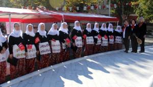 Köylü Kadınlardan Oluşan Kadın Korosu Dinleyenleri Mest Etti