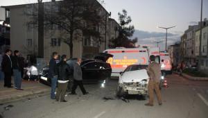 Samsun'da 2 Otomobil Çarpıştı: 5 Yaralı