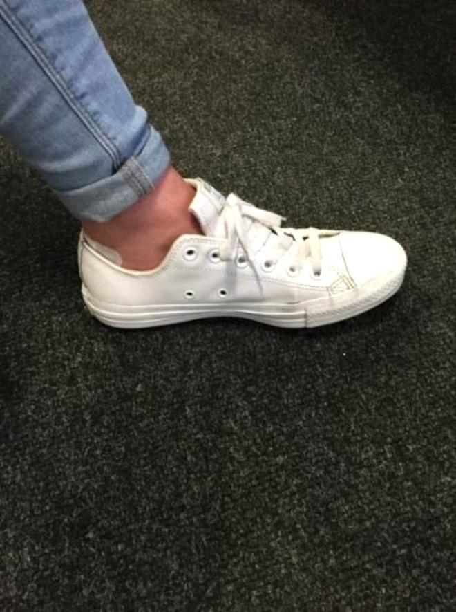 O delikler ayakkabıyı daha sıkı bağlamanızı sağlıyor, nasıl mı?
