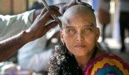Hindular Dileklerinin Gerçekleşmesi İçin Saçlarını Kazıttı