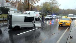 Şişli'deki Kazada Sürücü Yaralandı, Aracın Motoru Yerinden Fırladı