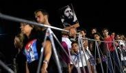Kübalılar Fidel Castro'nun Küllerine Koştu