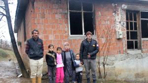 Evleri Yanan Aile Yardım Bekliyor