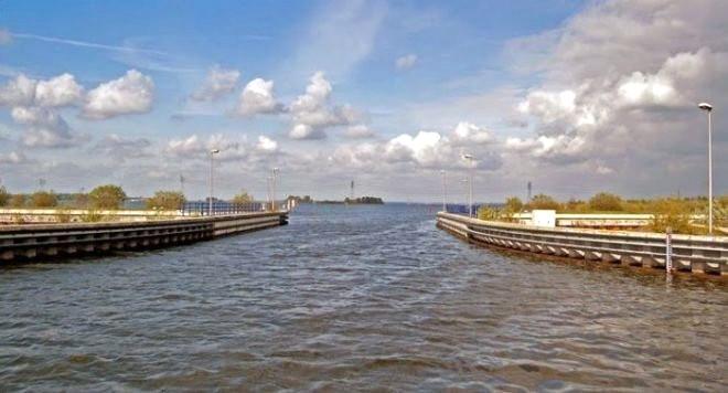Hollanda'da Fizik Yasalarını Alt Üst Eden Yoldan 12 Müthiş Kare