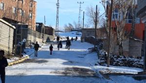 Kar Yağışı Çocuklar İçin Eğlence Oldu