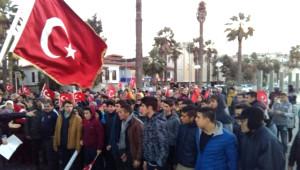 Kuşadası'nda Terörü Kınama Yürüyüşünde Tartışma