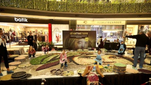 Baklavadan En Büyük Mozaik Rekoru Kırıldı