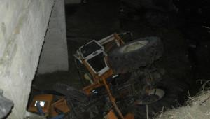 Traktör Dereye Uçtu: 1 Ölü
