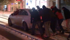 Kar Tekirdağ'da Karayolu Ulaşımını Olumsuz Etkiledi