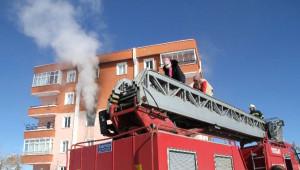 Yozgat'ta Bir Binada Çıkan Yangın Paniğe Neden Oldu