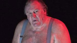 Ünlü Oyuncu Gerard Depardieu Provada Soyundu