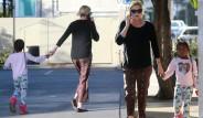 Charlize Theron'un Oğluna Giydirdiği Kıyafetler Tartışma Yarattı
