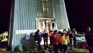 100 Metrelik Kuyuya Düşen İşçileri Umke Kurtardı