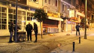 Yakalanma Korkusuyla Polisin Silahını Almaya Çalışan Hırsız Bacağından Vuruldu