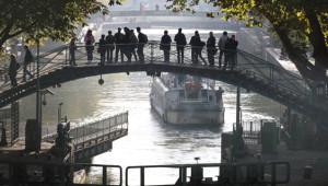 Paris'in 'Saint Martin Kanalı'nda Su Çekildi, Kirlilik Ortaya Çıktı