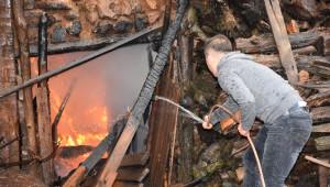 Yangında 16 Bin Lirası Kül Oldu