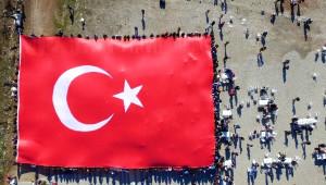 Doğa Yürüyüşünde Bin Metrekare 'Türk Bayrağı' Açtılar