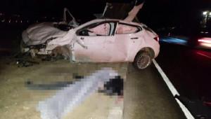 Otomobil Refüje Çarpıp Takla Attı: 2 Ölü, 1 Yaralı