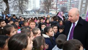 Başkan Çolakbayrakdar, Kocasinanlı Öğrencilerle Bir Arada
