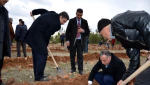 Osmanbey Yerleşkesinde Bin Fidan Toprakla Buluştu