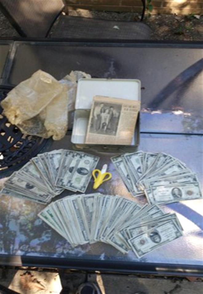 Tadilat Yaparken Evin Duvarına Gizlenmiş Para Dolu Bavul Buldu