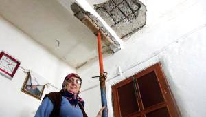 Arhavi'de Hes Evlerin Duvarlarını Çatlattı, Tavanlarda Çökmeoldu