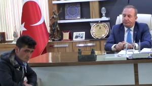 İntihar Girişimde Bulunan Genci Belediye Başkanı İkna Etti