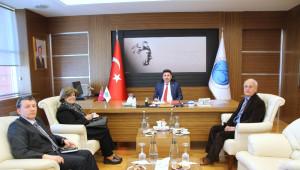 Rektör Karacoşkun'a Ziyaretlere Sürüyor