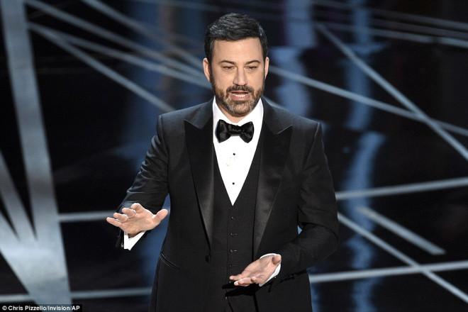 Jimmy Kimmel'in açılış sunumu neredeyse baştan sona Trump'a ve politikalarına göndermelerle doluydu.