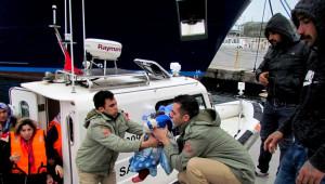 Çeşme'de 50 Sığınmacı Yakalandı