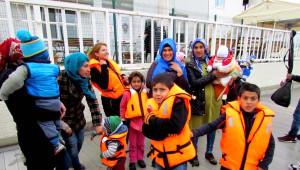 Çeşme ve Dikili'de 94 Mülteci Yakalandı