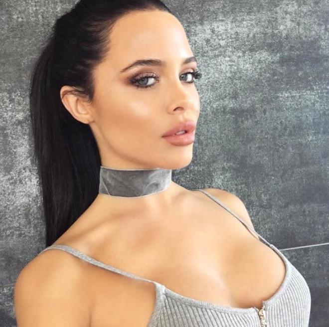 Görenlerin Angelina Jolie'nin İkizi Sandığı Güzelden 25 Fotoğraf