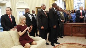 Fotoğraflarla: Oval Ofis'teki Olağan Dışı Anlar