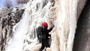 Van Buz Tutan Şelaleye Nefes Kesen Tırmanış