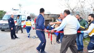 Traktör ile Otomobil Çarpıştı: 2'si Suriye Uyruklu 4 Yaralı