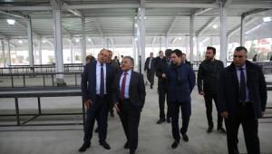 Başkan Büyükkılıç Gökkent Pazar Yeri ve Sosyal Tesislerinde İncelemede Bulundu