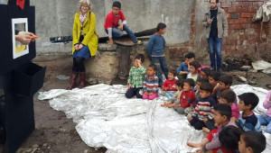 Mülteci Çocukların Kukla Sevinci