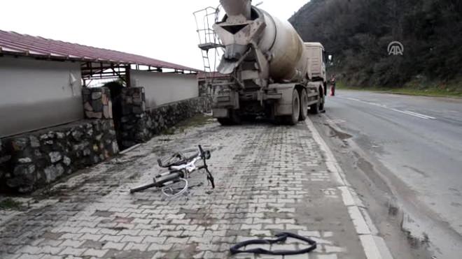 Beton ölen beton mikserinin çarptığı bisiklet sürücüsü öldü foto galerisi