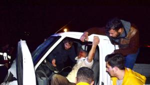 Kamyonet ile Minibüs Kafa Kafaya Çarpıştı: 1 Ölü, 4 Yaralı