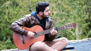 Üniversiteli Gençler, 15 Dakika Kuralı Mağdurlarını Şarkıyla Motive Etti