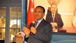 Adalet Bakanı Bekir Bozdağ, Üniversiteliler ile Bir Araya Geldi