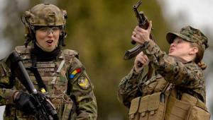 ABD ve Romanyalı Kadın Askerlerin Ortak Tatbikatından 20 Kare