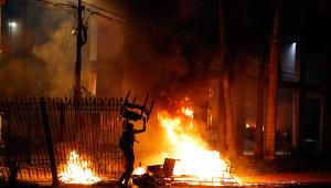 Paraguay'da Göstericiler Kongre Binasını Ateşe Verdi