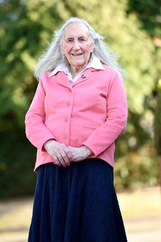 Eski İngiliz Askeri 90 Yaşında Kadın Oldu