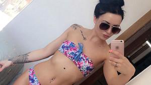 Bikinili Selfie Hastalığını Ortaya Çıkardı