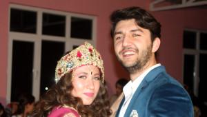 Yabancı Öğrenciler Bursa'da Köy Düğününe Katılıp Göbek Attı