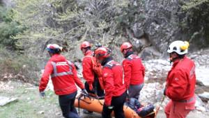 Dağda Yürürken Yaralanan Kadının İmdadına Akut Yetişti